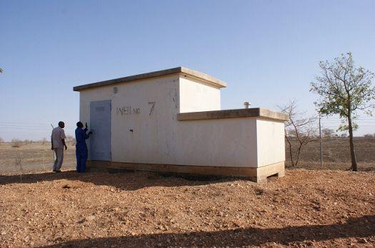 写真1.No.7の井戸とポンプ小屋