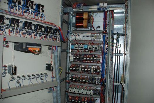 写真4.制御盤の内部の様子