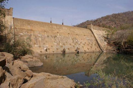 写真16.ダムの堰堤