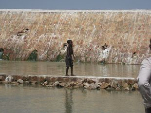 写真6.貯水量の多い南ダルフール州のダム